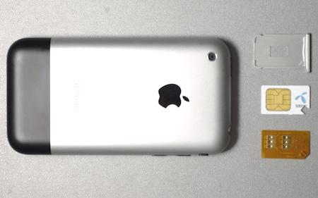 iPhone simkort och chip sida vid sida